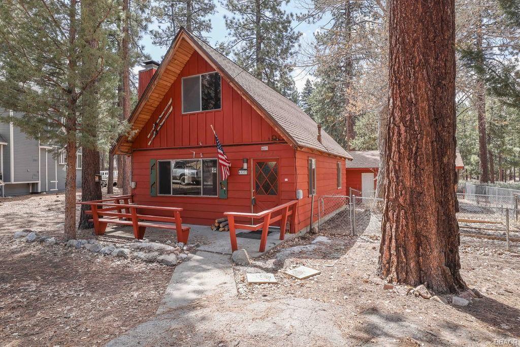 Photo of 43377 Sheephorn Road, Big Bear Lake, CA 92315 (MLS # 32101649)