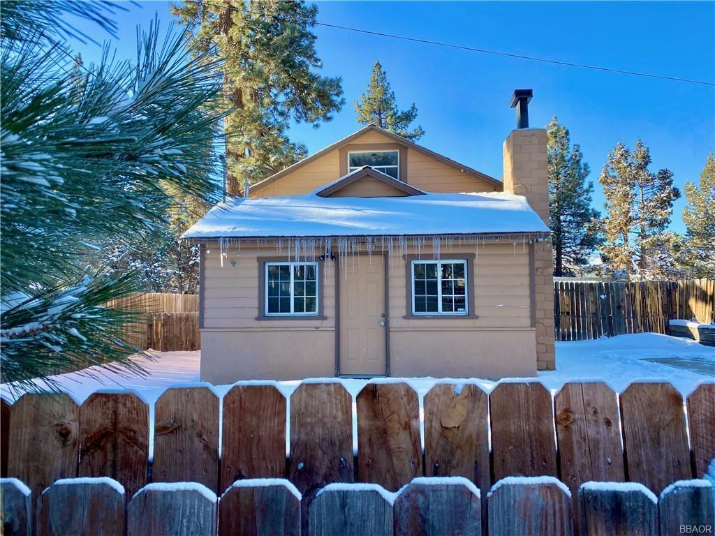 Photo of 320 Tiger Lily Drive, Big Bear City, CA 92314 (MLS # 32101655)