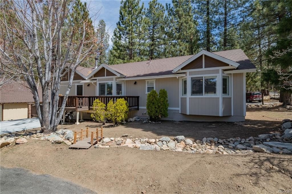 Photo of 41432 Oak Street, Big Bear Lake, CA 92315 (MLS # 32102666)