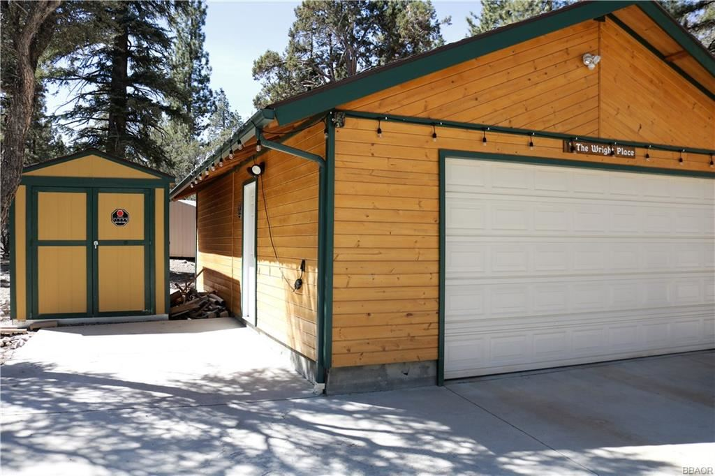 Photo of 425 Sawmill Canyon Rd, Sugarloaf, CA 92386 (MLS # 32102670)