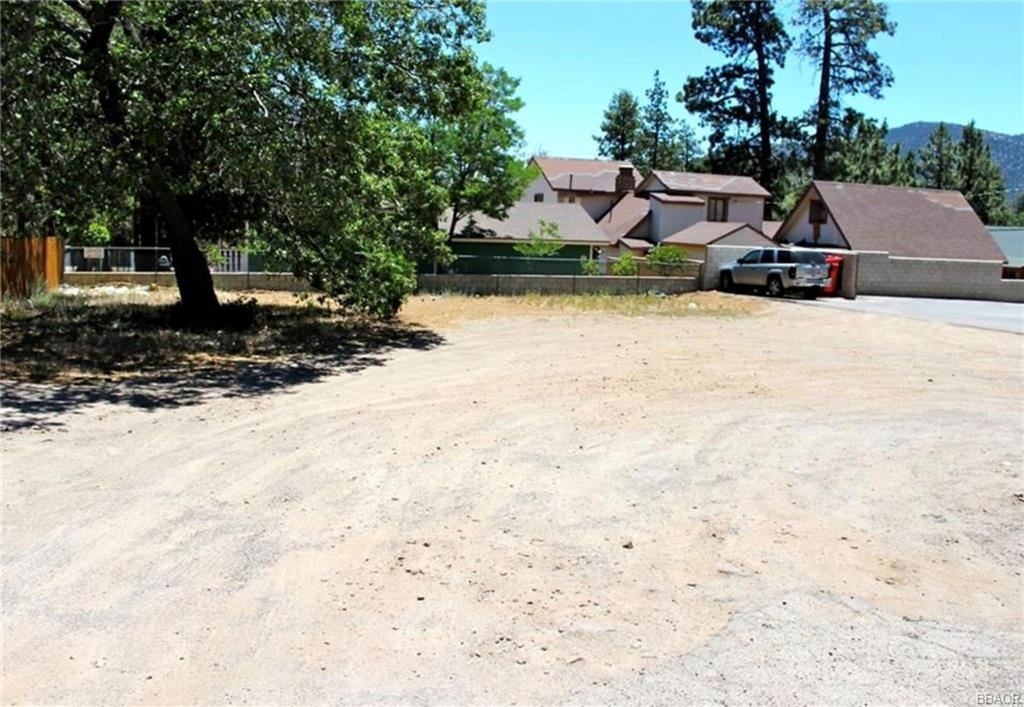 Photo of 489 Maple Avenue, Sugarloaf, CA 92386 (MLS # 31903676)