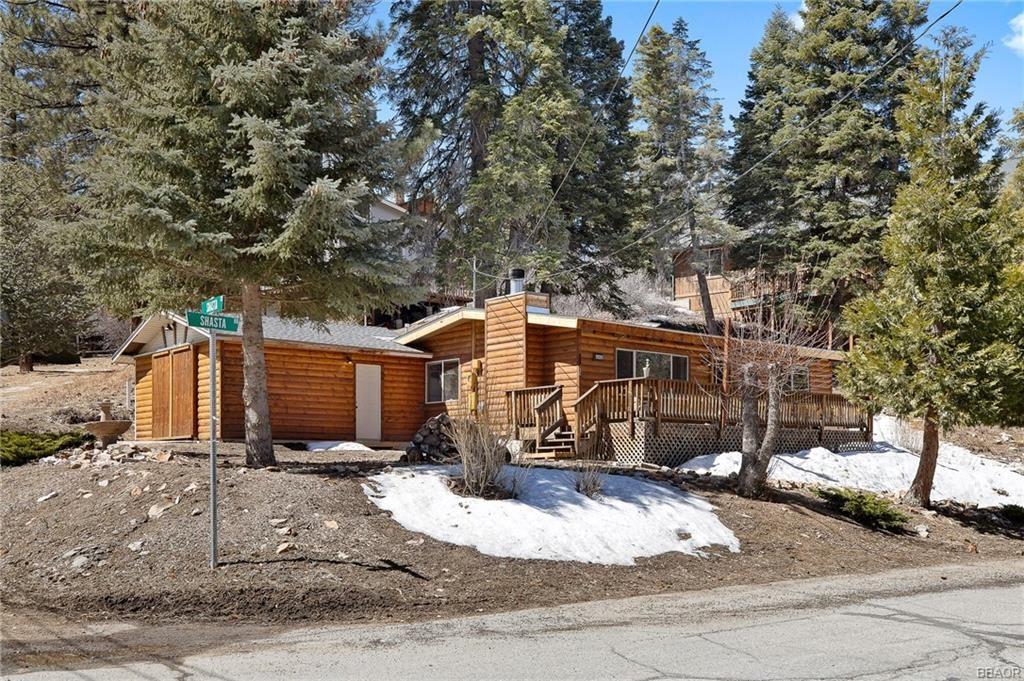 Photo of 43449 Shasta Road, Big Bear Lake, CA 92315 (MLS # 32102692)