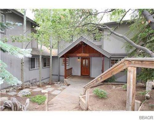 Photo of 43747 Yosemite Drive, Big Bear Lake, CA 92315 (MLS # 32002699)