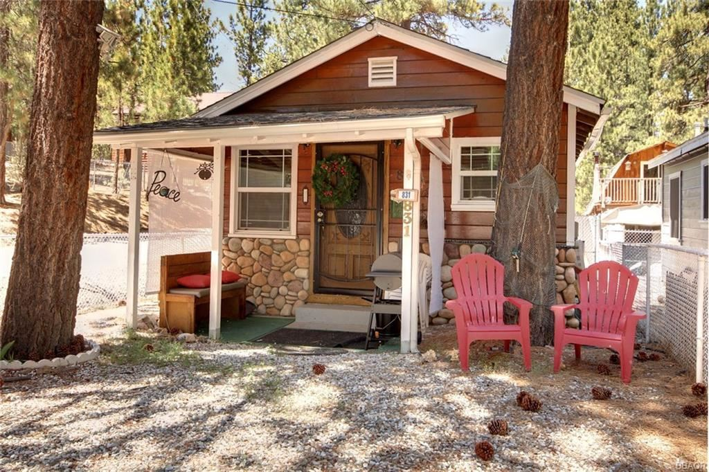 Photo of 831 Robinhood Boulevard, Big Bear City, CA 92314 (MLS # 31903699)