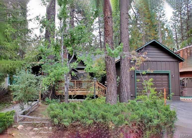 Photo of 42705 La Placida Avenue, Big Bear Lake, CA 92315 (MLS # 32102718)