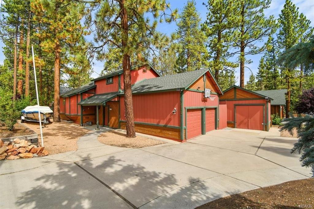 Photo of 42512 Fox Farm Road, Big Bear Lake, CA 92315 (MLS # 32106792)