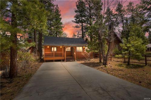 Photo of 693 Temple Lane, Big Bear Lake, CA 92315 (MLS # 32102800)