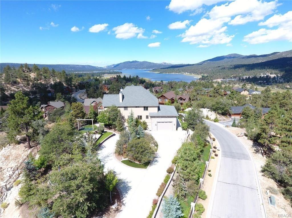 Photo of 447 Starlight Circle, Big Bear Lake, CA 92315 (MLS # 32001844)