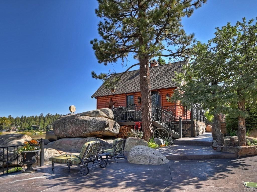 Photo of 806 Penninsula Lane, Big Bear Lake, CA 92315 (MLS # 32106844)