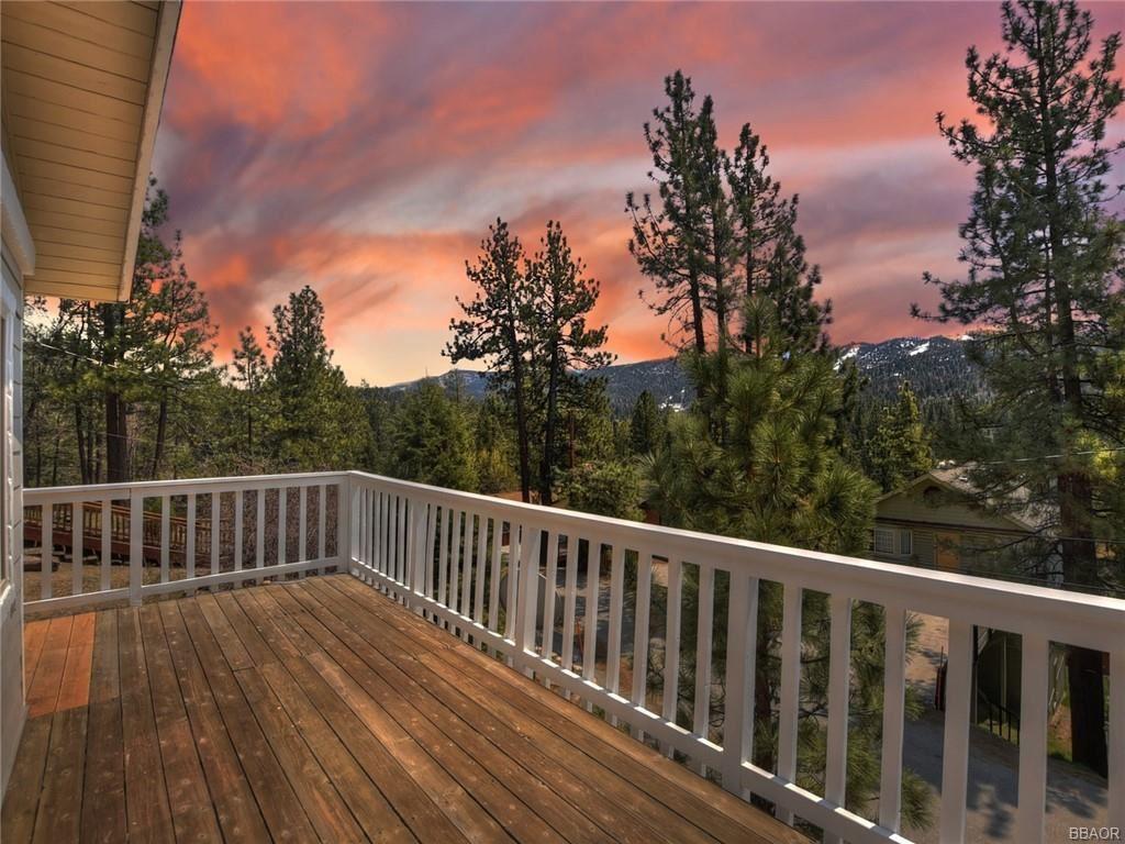 Photo of 42668 Alta Vista Avenue, Big Bear Lake, CA 92315 (MLS # 32102852)