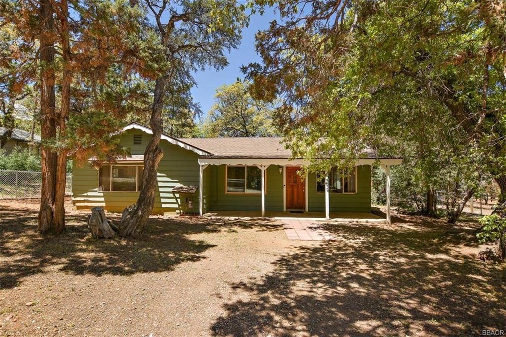 Photo of 340 Kern Avenue, Sugarloaf, CA 92386 (MLS # 32001862)