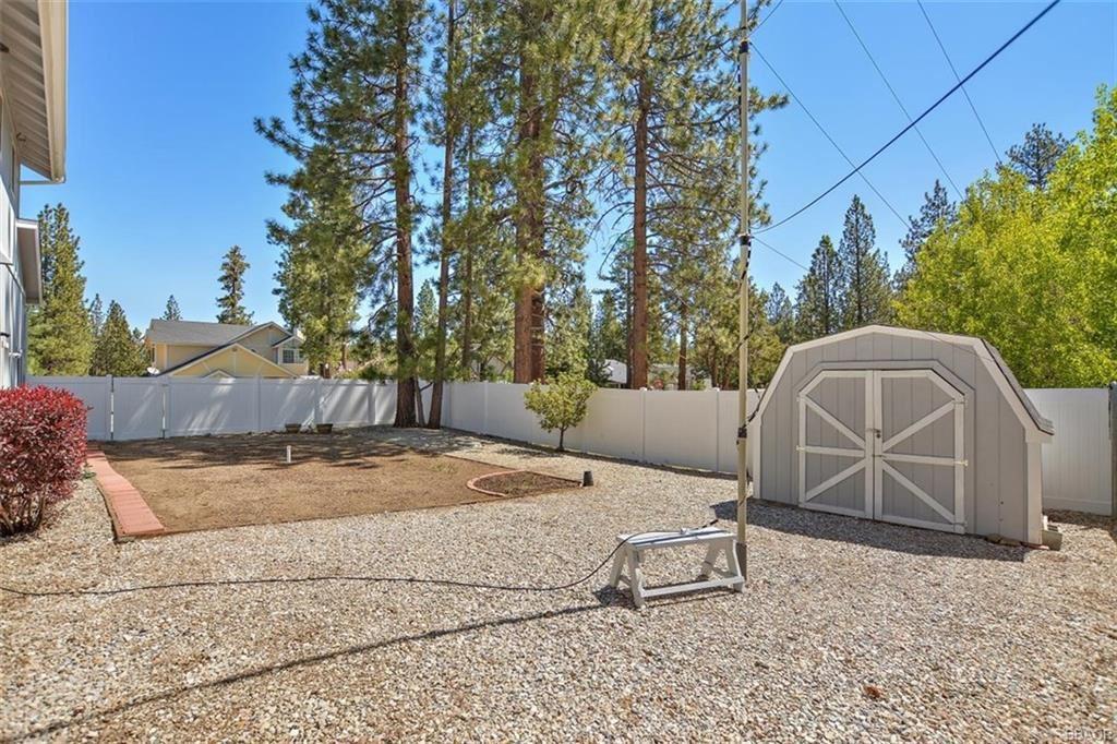 Photo of 42717 Edelweiss Drive, Big Bear Lake, CA 92315 (MLS # 32001865)