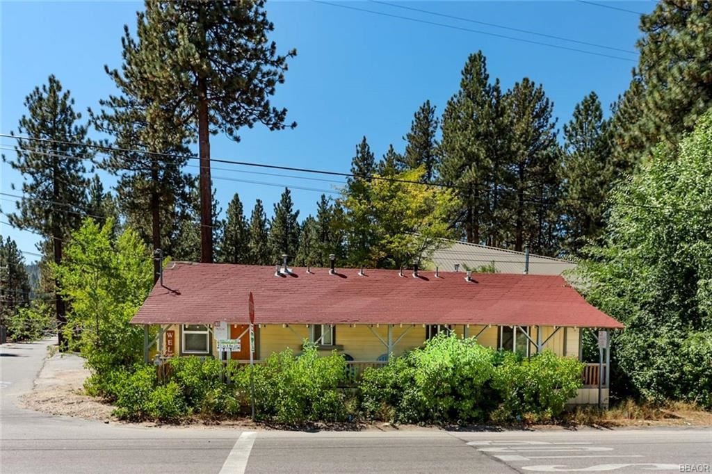 Photo of 41317 Park Avenue, Big Bear Lake, CA 92315 (MLS # 32003868)