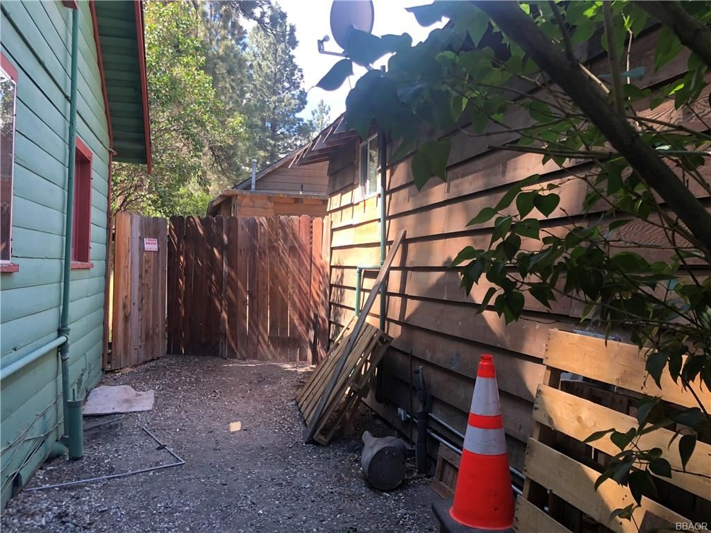 Photo of 542 Maltby Boulevard, Big Bear City, CA 92314 (MLS # 32102886)