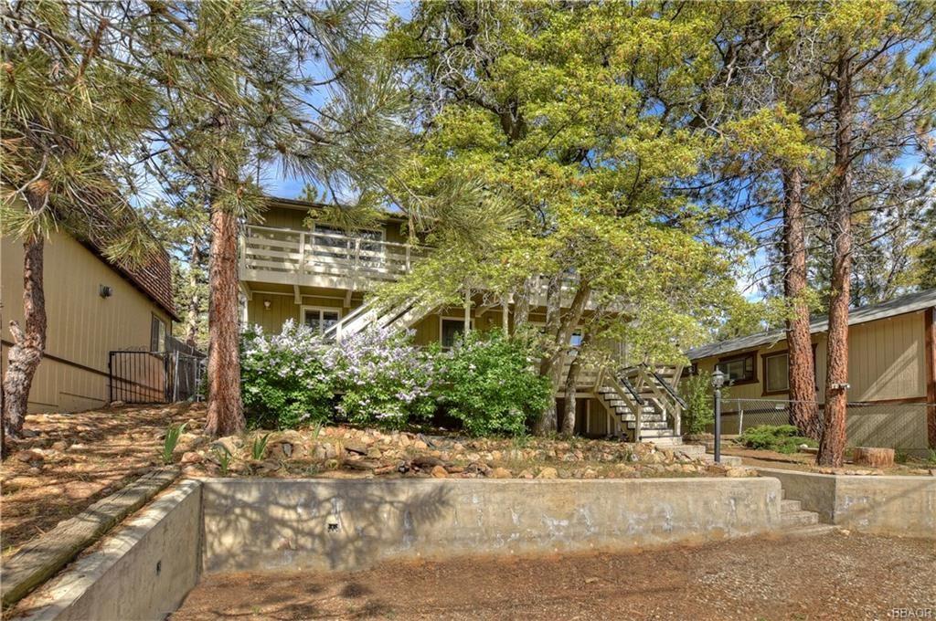 Photo of 760 Spruce Lane, Sugarloaf, CA 92386 (MLS # 32001896)