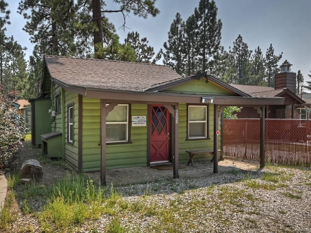 Photo of 208 E Mountain View, Big Bear City, CA 92314 (MLS # 32106897)