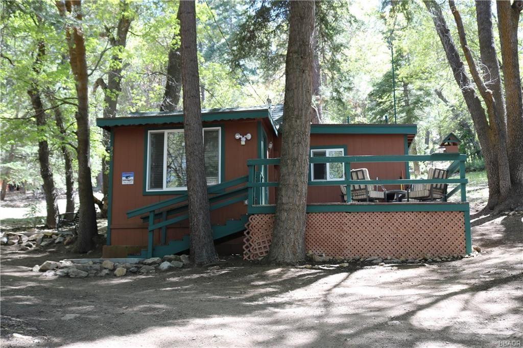 Photo of 962 Eureka Drive, Big Bear Lake, CA 92315 (MLS # 32001901)