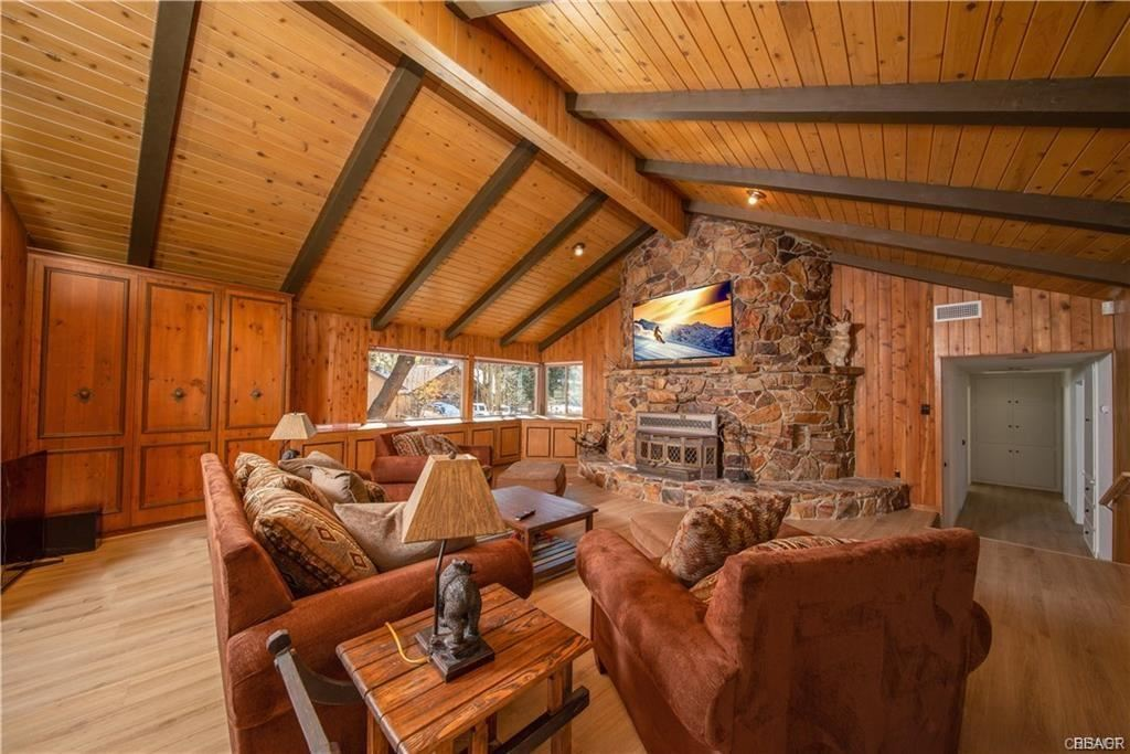 Photo of 43152 Moonridge Court, Big Bear Lake, CA 92315 (MLS # 32001902)