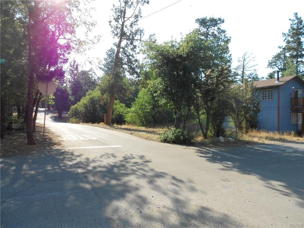 Photo of 698 Holmes Lane, Sugarloaf, CA 92386 (MLS # 32001909)