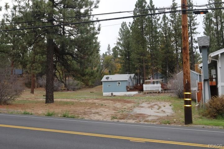 Photo of 40063 Big Bear Boulevard, Big Bear Lake, CA 92315 (MLS # 32003933)