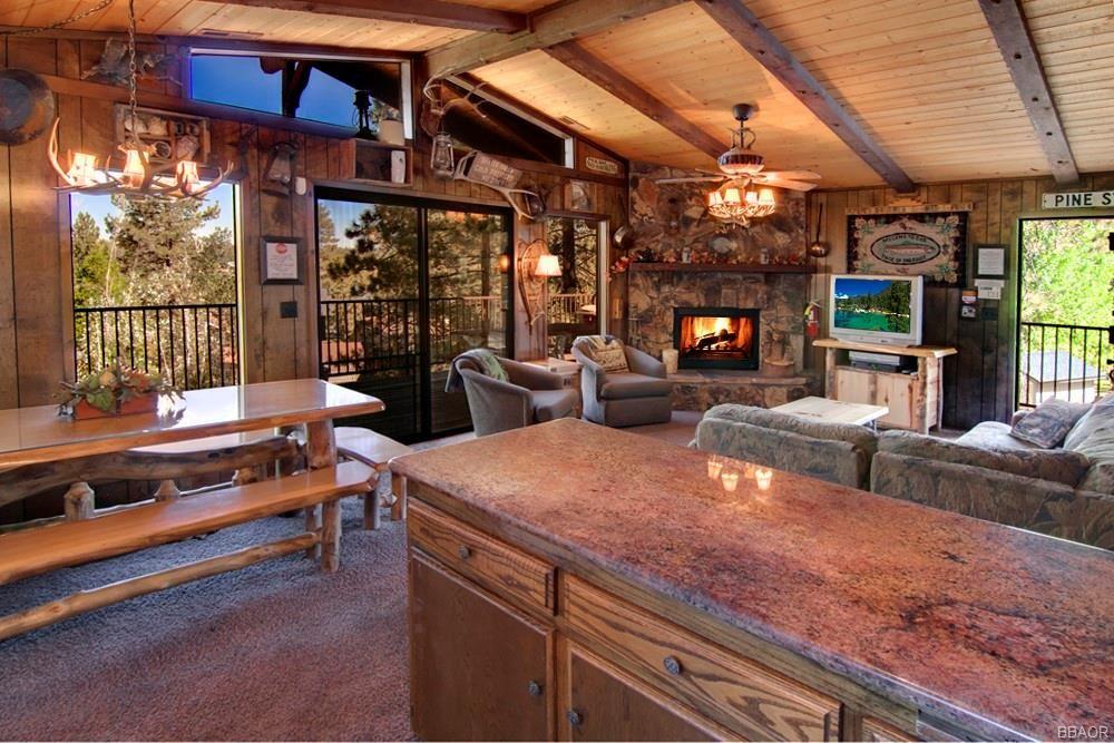 Photo of 581 Chipmunk Lane, Big Bear Lake, CA 92315 (MLS # 32106938)