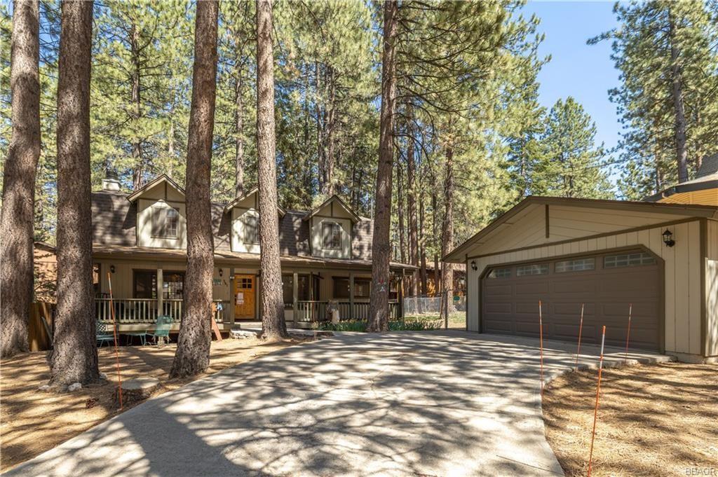 Photo of 781 Tomahawk Drive, Big Bear Lake, CA 92315 (MLS # 32102959)