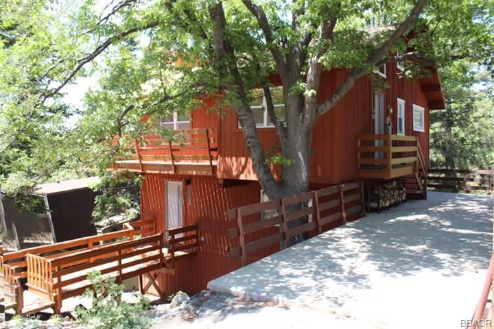 Photo of 43556 Ridge Crest Drive, Big Bear Lake, CA 92315 (MLS # 32001965)