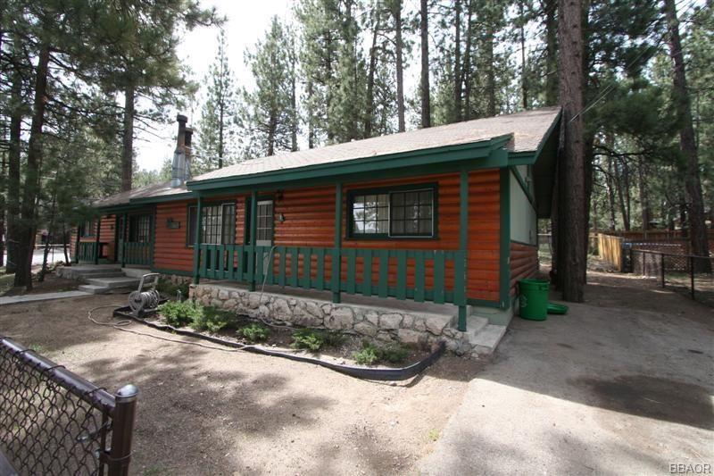Photo of 41869 Brownie Lane, Big Bear Lake, CA 92315 (MLS # 32103997)