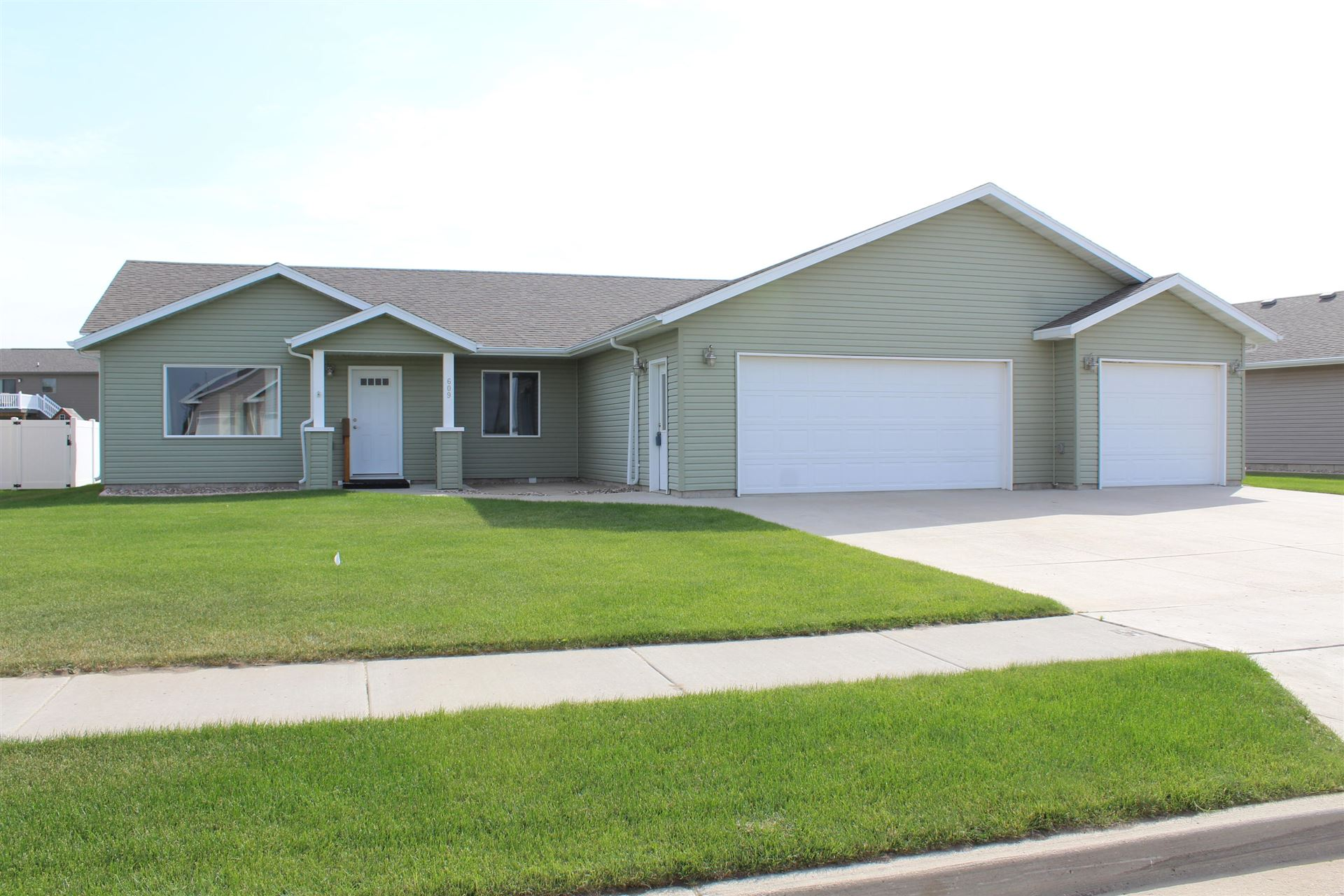 609 14th Street SE, Mandan, ND 58554 - #: 407323