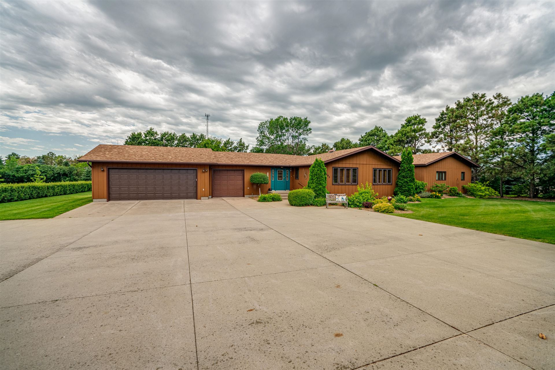 4005 Old Red Trail NW, Mandan, ND 58554 - #: 407581