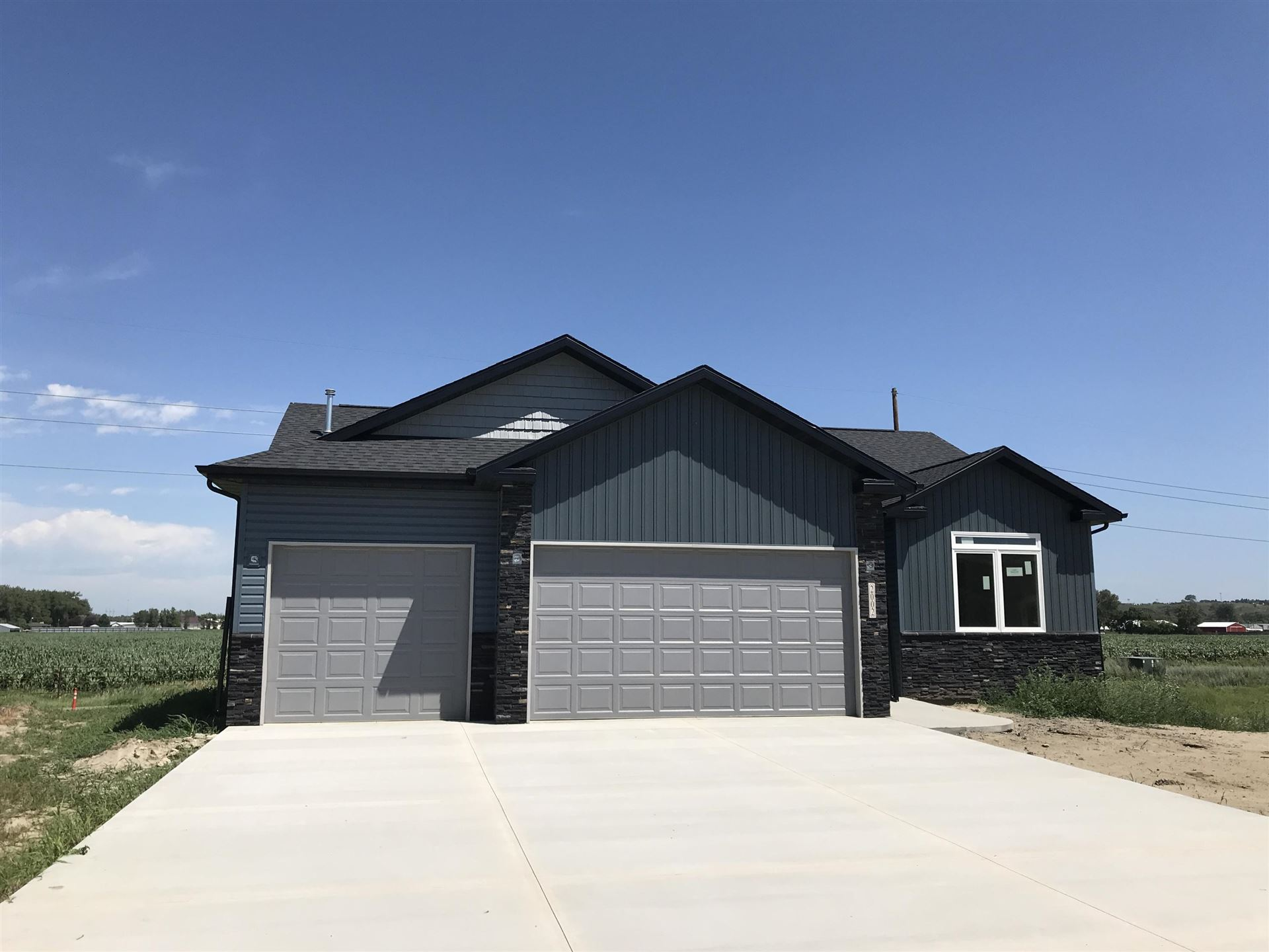 2002 34th Avenue SE, Mandan, ND 58554 - #: 407686
