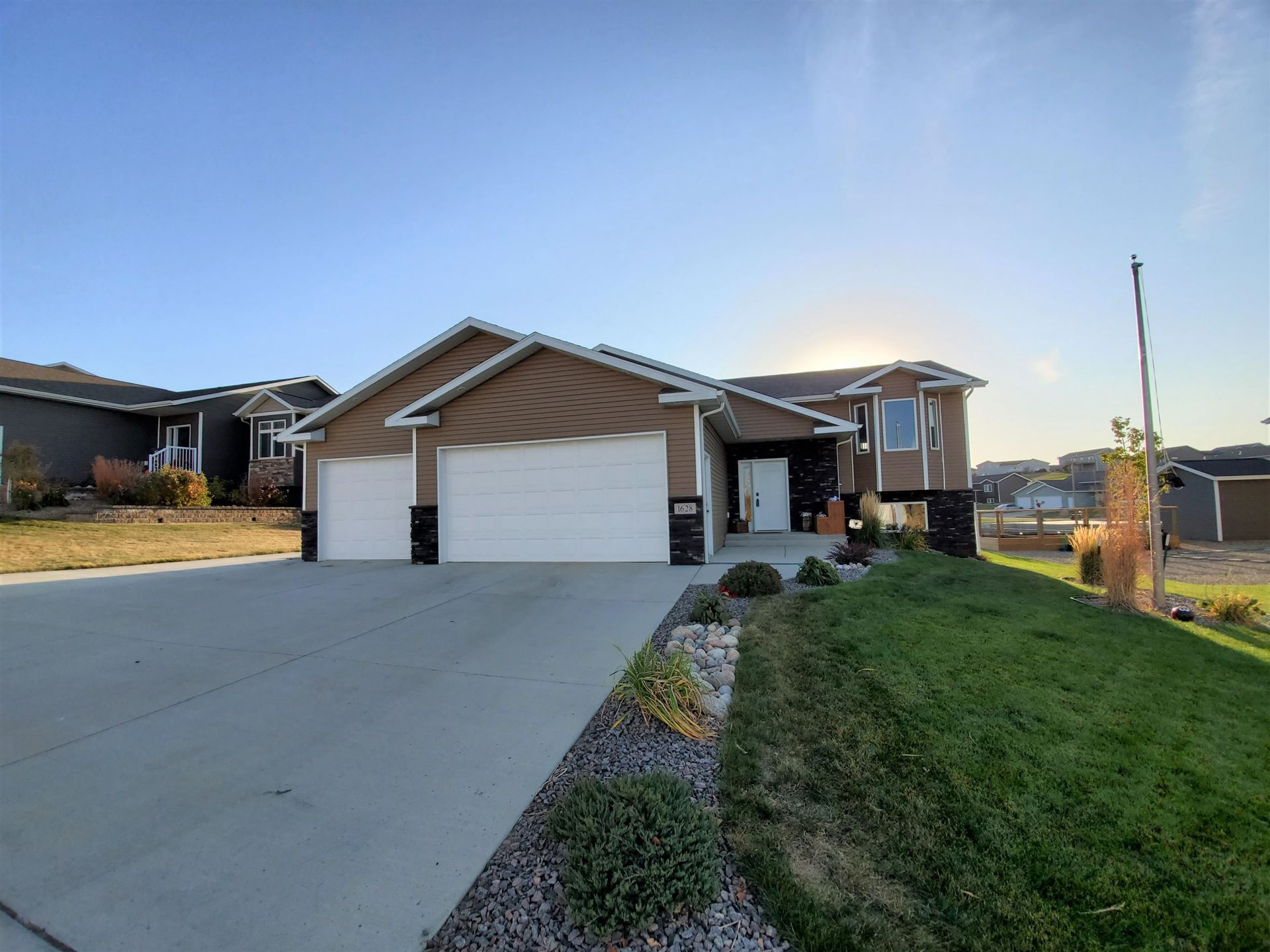 1628 Plains Bend SE, Mandan, ND 58554 - #: 408730