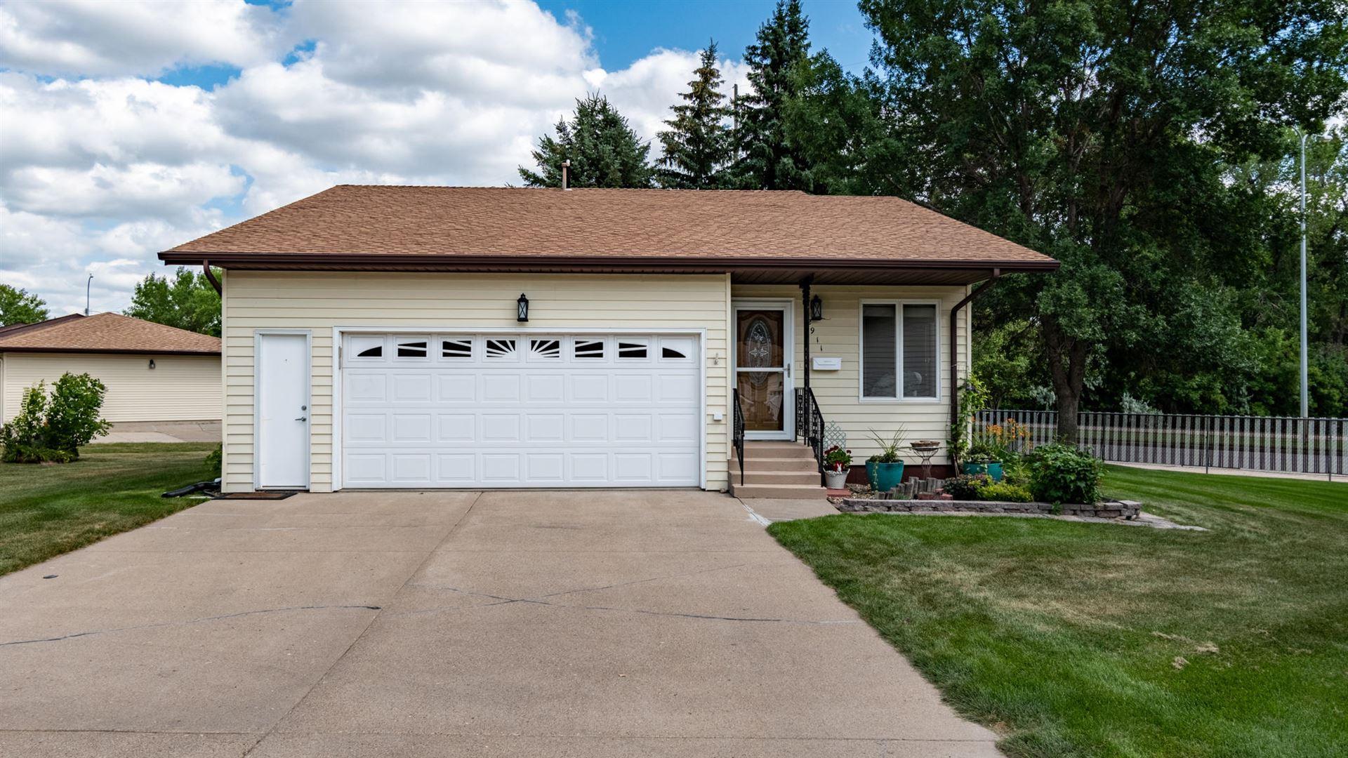 2911 Manitoba Lane, Bismarck, ND 58503 - #: 407858