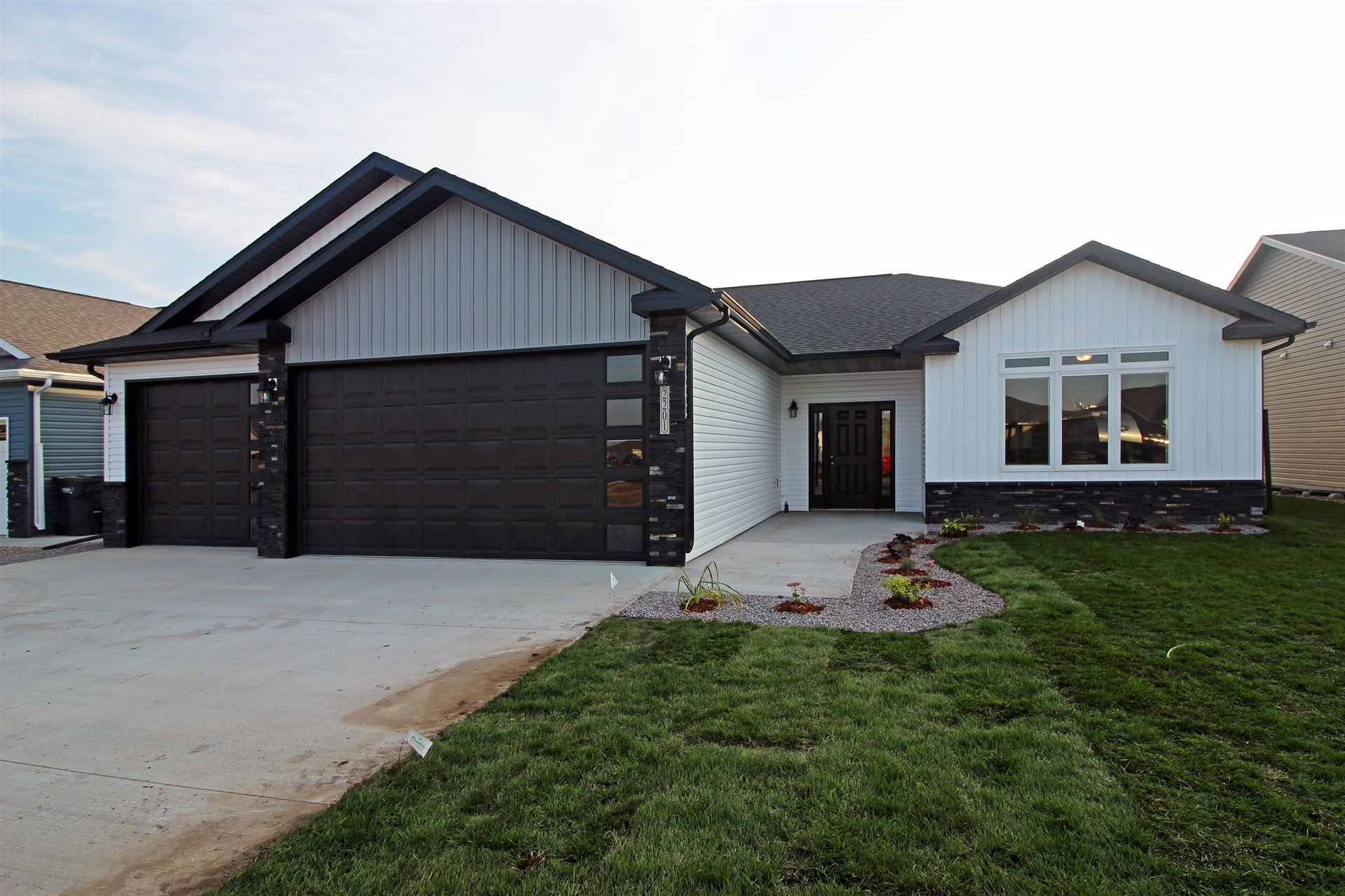 2201 34th Avenue SE, Mandan, ND 58554 - #: 407868