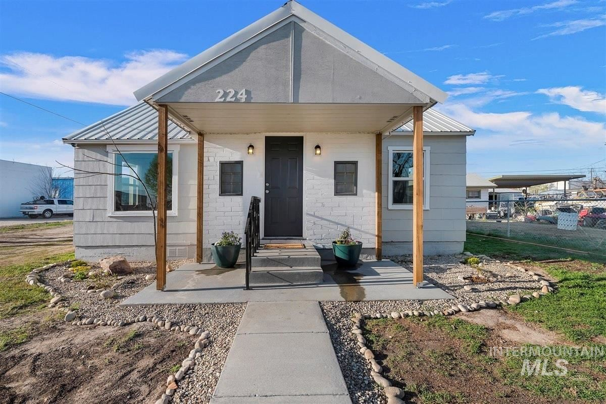 Photo of 224 Anderson St, Caldwell, ID 83605 (MLS # 98799011)