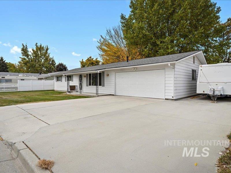 Photo of 1205 Teton Avenue, Caldwell, ID 83605 (MLS # 98823026)