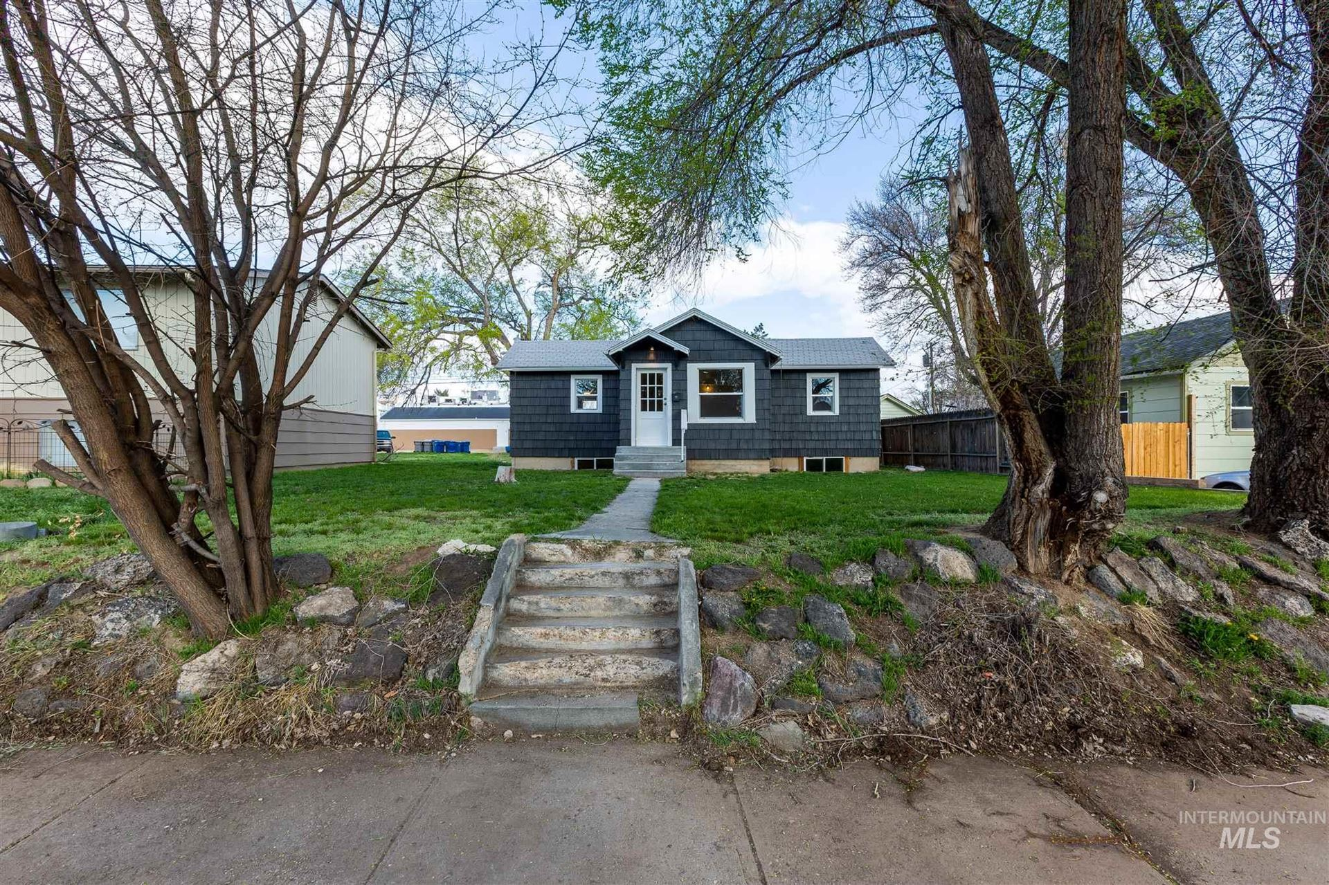 Photo of 215 23rd Ave S, Nampa, ID 83651-4471 (MLS # 98799029)