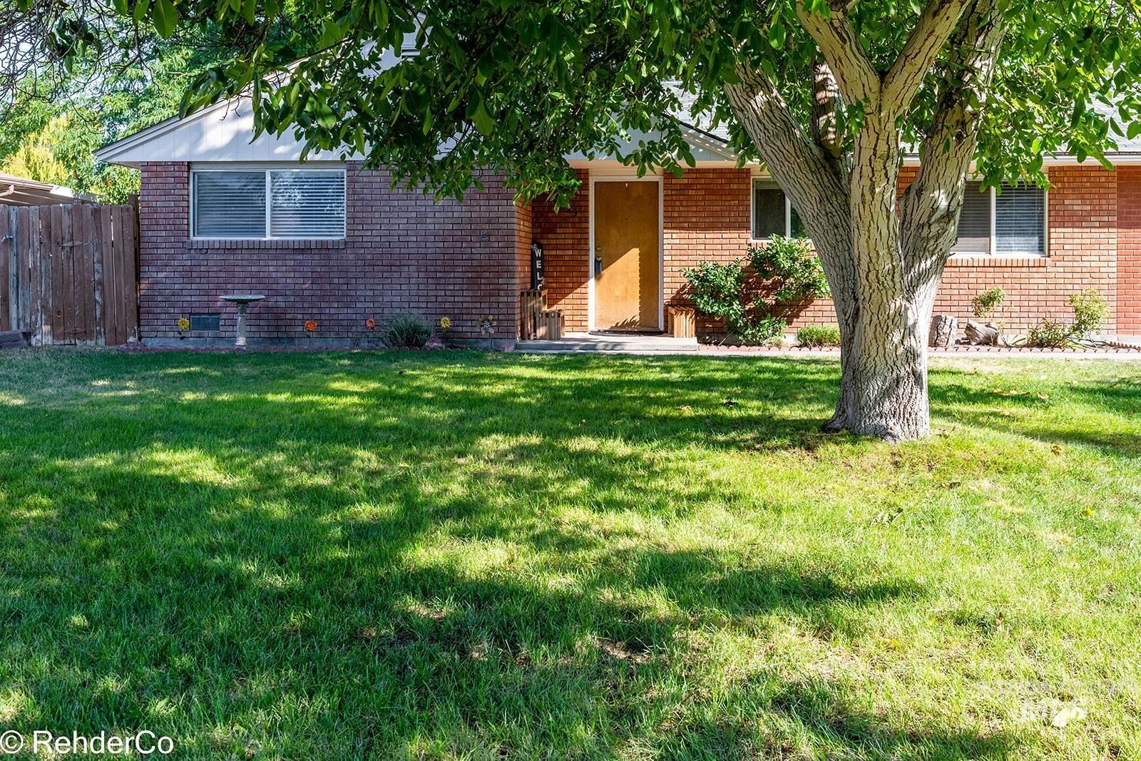 Photo of 833 Greenwood Drive, Twin Falls, ID 83301 (MLS # 98819030)