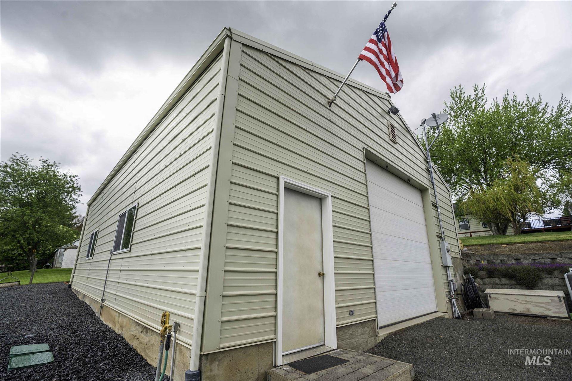 Photo of 714 W Chestnut St, Genesee, ID 83832 (MLS # 98767065)