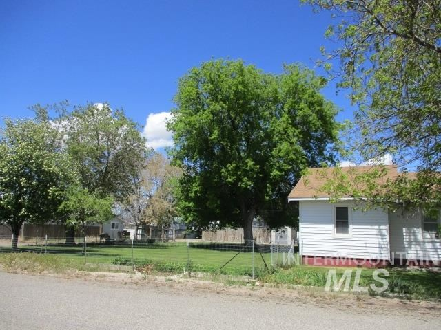 Photo of 390 2nd St W, Hansen, ID 83334 (MLS # 98767074)