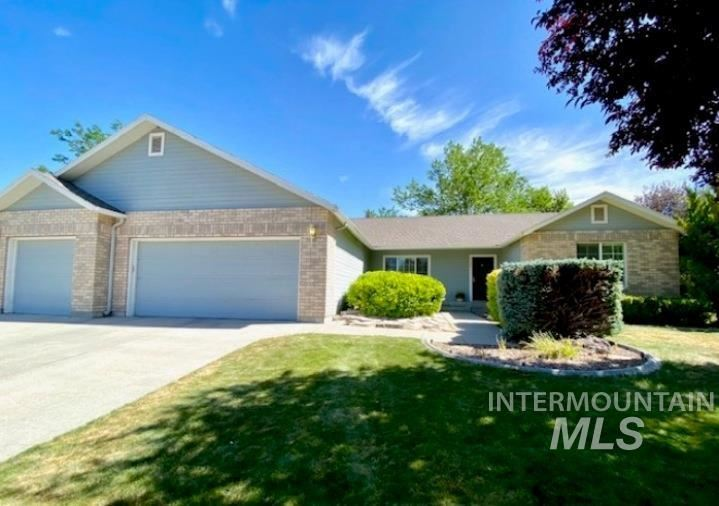 Photo of 2306 Hillcrest, Twin Falls, ID 83301 (MLS # 98807085)