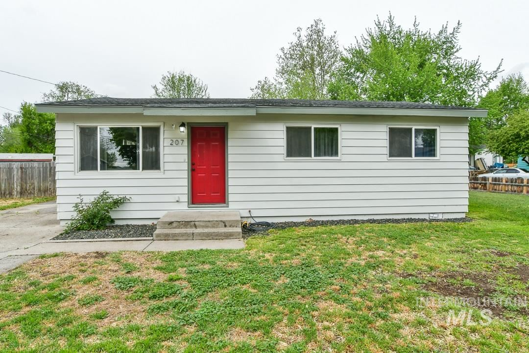 Photo of 207 N 4th West, Mountain Home, ID 83647 (MLS # 98767098)