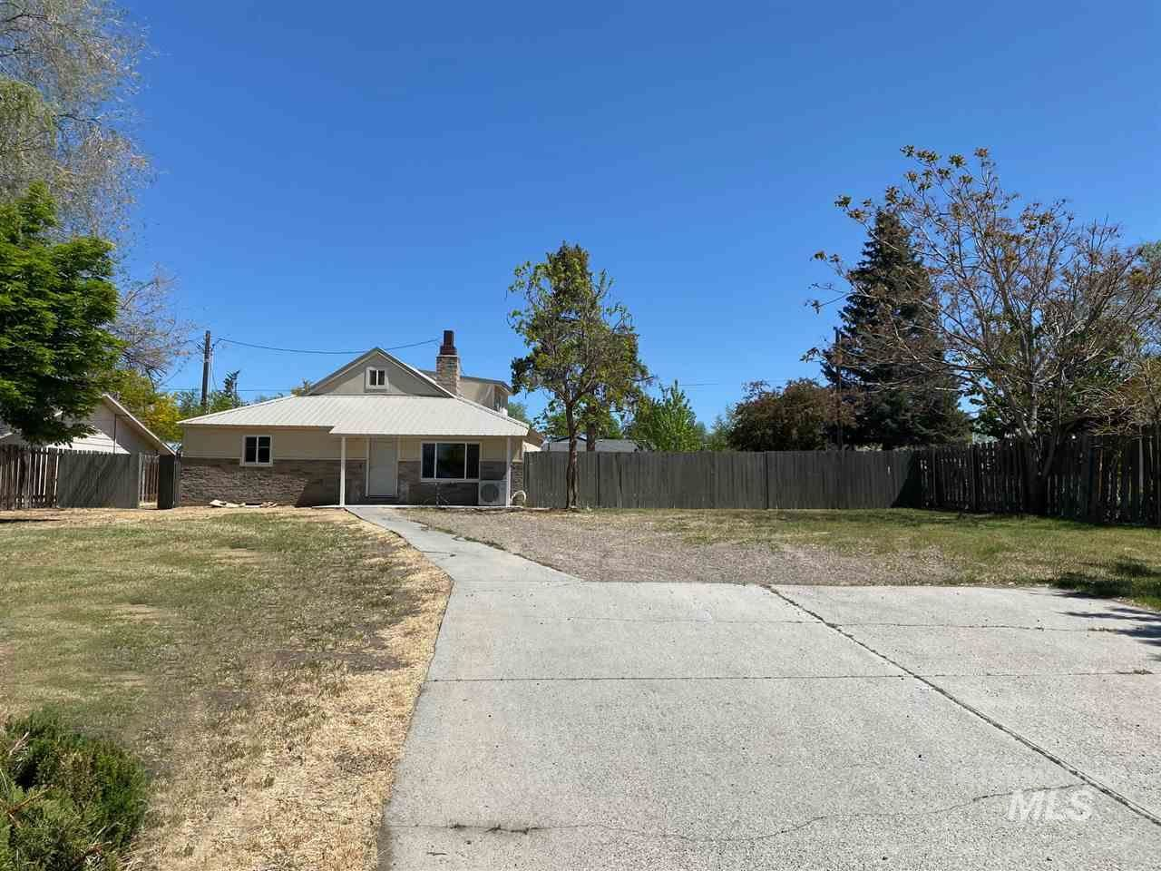 Photo of 560 NW 5th Street, Ontario, OR 97914 (MLS # 98766153)