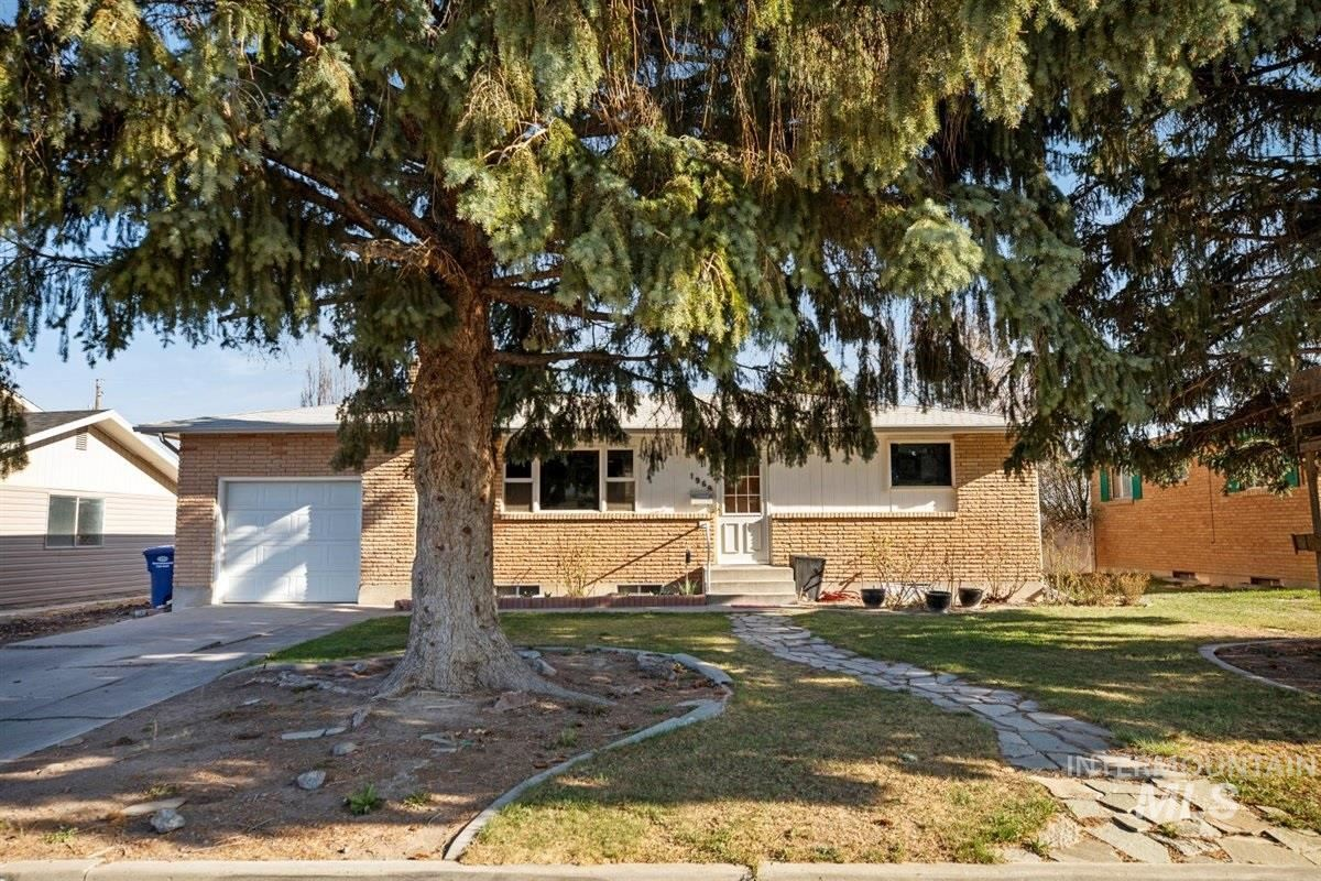 Photo of 1969 9th Ave E, Twin Falls, ID 83301 (MLS # 98799156)