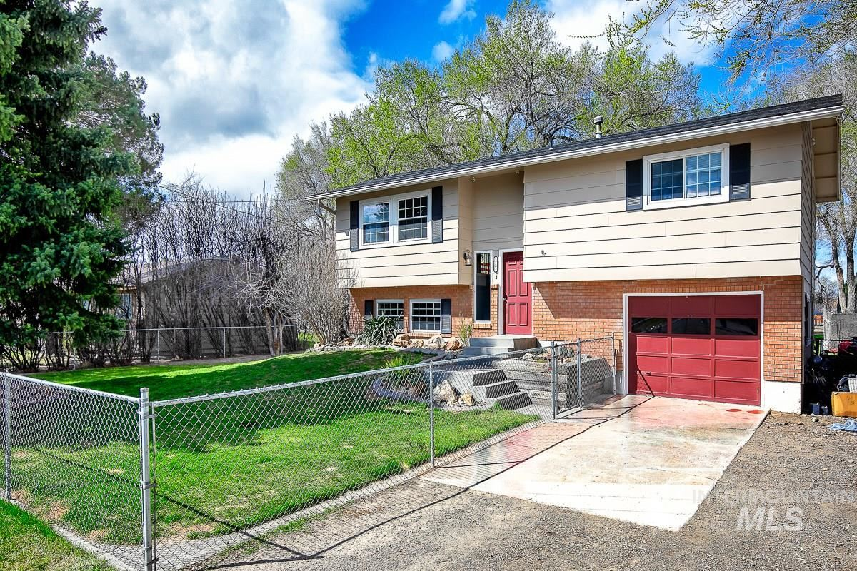 Photo of 3723 NW Dutton Way, Mountain Home, ID 83647 (MLS # 98799173)