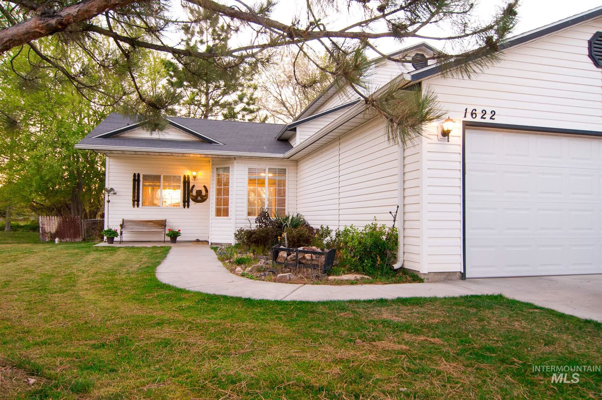 Photo of 1622 Crest Ave., Caldwell, ID 83605 (MLS # 98799181)