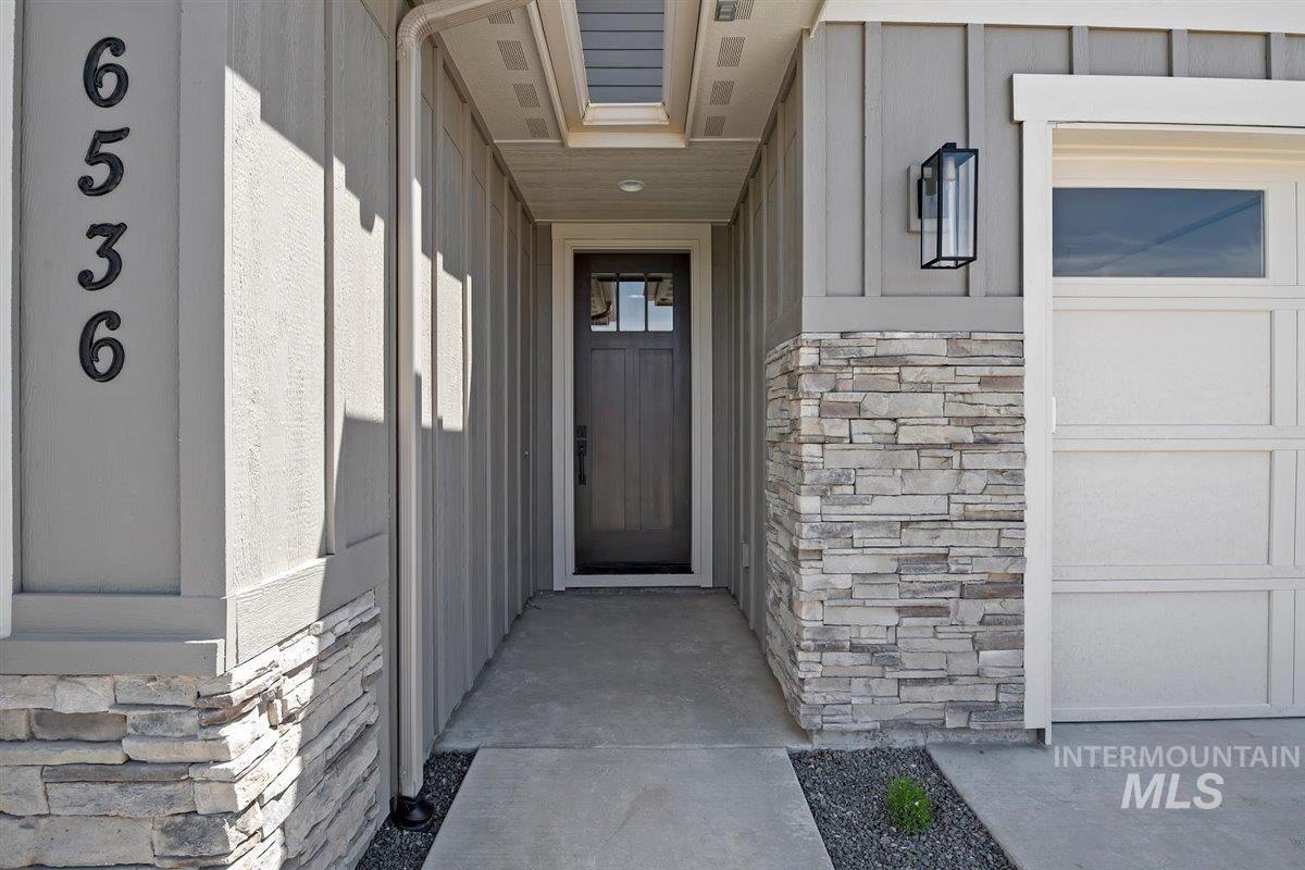 Photo of 6536 N Oakstone Ave, Meridian, ID 83646 (MLS # 98784187)