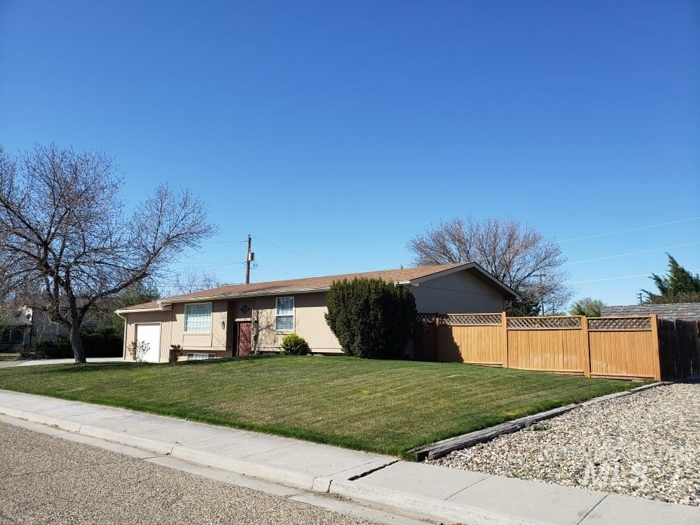 Photo of 409 S 9th St, Nyssa, OR 97913 (MLS # 98799203)