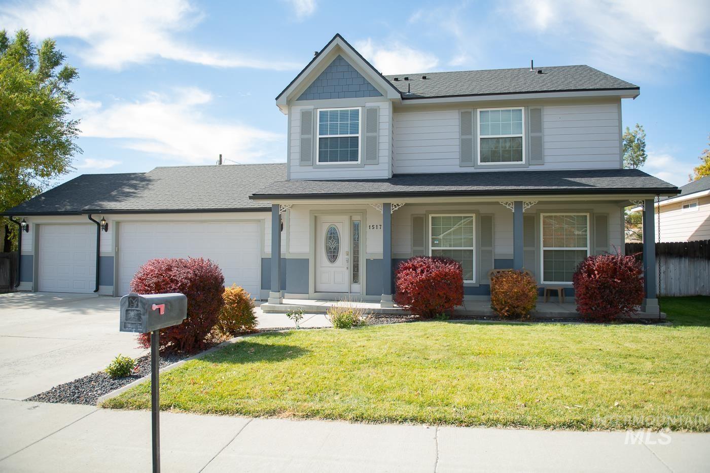 Photo of 1517 Cinder Loop, Mountain Home, ID 83647 (MLS # 98823206)
