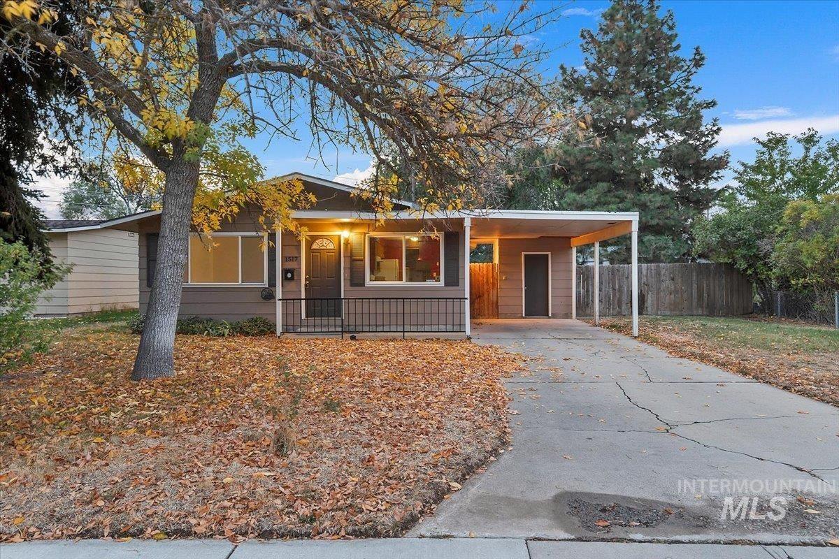 Photo of 1517 W Marilyn Cir, Boise, ID 83705 (MLS # 98822219)